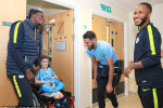 Mahrez et ses coéquipiers font le bonheur des enfants malades de Manchester (Photos)