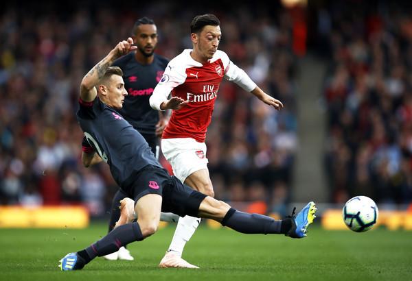 Emery aurait empêché Löw de rencontrer Özil