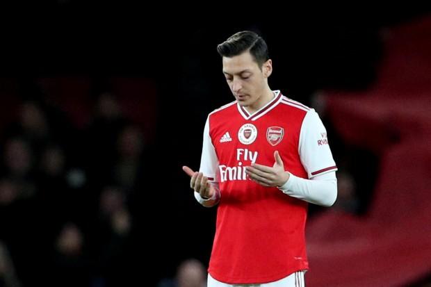 Arsène Wenger parle du gaspillage de Mesut Özil — Arsenal