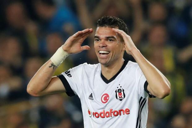 Pepe quitte Besiktas en payant le personnel
