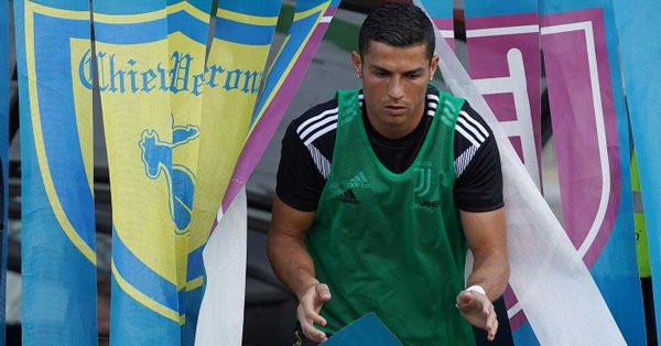Cristiano Ronaldo titulaire avec la Juventus contre le Chievo