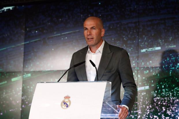 Zidane a ramené de la joie dans le vestiaire — Real Madrid