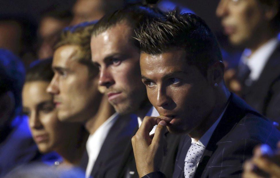 Photo   Cristiano Ronaldo joueur UEFA de la saison 2015 2016 2a6ff32d6f731